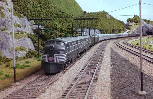 4009 Approaching Breakneck Tunnel